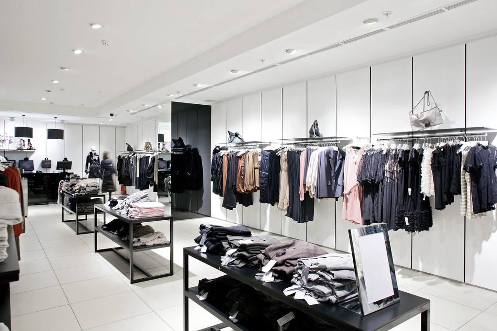 服装店受到顾客喜欢的原因是什么?